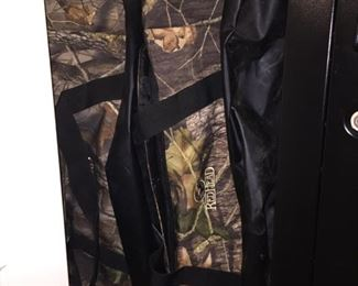 """Camo """"Red Head"""" Large Duffle Bags"""