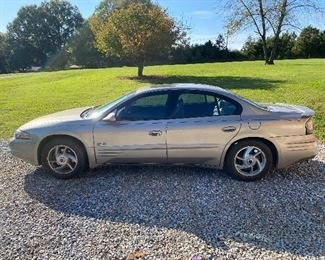 2001 Pontiac Bonneville SLE (123,000 Miles/Titled) - with Pioneer 12 Disc CD Changer