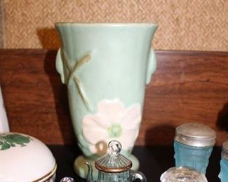 WELLER VASE, DELICATE GLASS MINI TEAPOTS