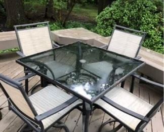 006 Patio Table and 4 Chairs
