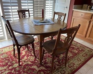 Adorable vintage/antique kitchen table with 4 chairs