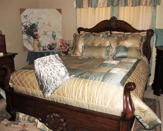 "ELEGANT THOMASVILLE QUEEN SIZE BED WITH BEDDING - SERTA PERFECT SLEEPER MATTRESS ""VERY NICE"" !"