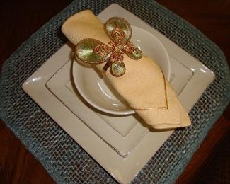 PIER 1 DINNERWARE - MARTILLO CREME BRULEE