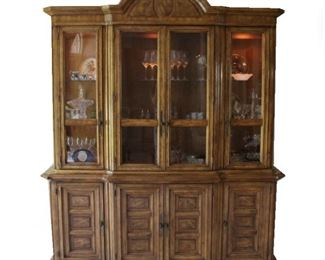 Lot 002 American of Martinsville China Cabinet