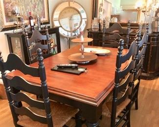 Lovely Country Dining table & rush seat chairs