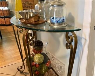 Accent tables & pieces throughout