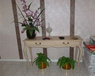 Foyer/sofa table
