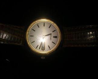 Beautiful Seiko man's watch. Runs great.