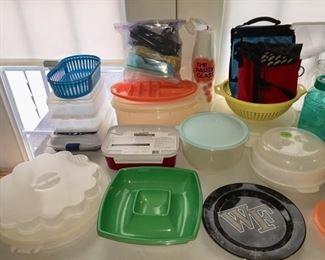 Tupperware/Plastic Storage