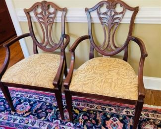 Set of 8 Henredon Mahogany Dining Chairs, Chippendale style, 2 Captain Chairs and 6 Side Chairs