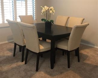 Lovely Dining Table w 6 Chairs and a Leaf