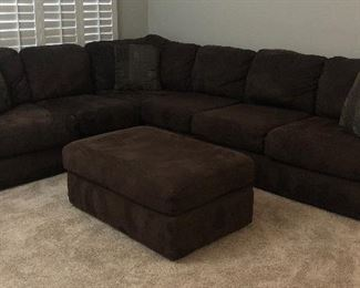 Sectional Sofa w Large Ottoman