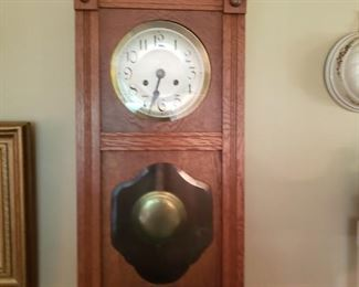 Nice oak working wall clock with key