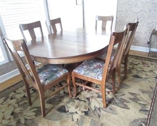 VINTAGE CLAW FOOT TABLE WITH 6 CHAIRS AND W LEAVES