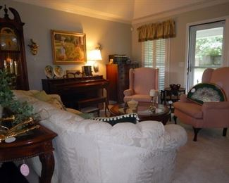 What a lovely living room arrangement