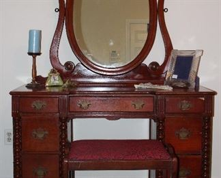 """Antique Cherry Vanity with Oavl Tilting Adhuatable Mirror and Vanity Stool (48""""W x 18""""D x 29"""" to top of Vanity). Matching Spool Turned Full/Double Bed Frame including Headboard, Footboard and Side Rails"""