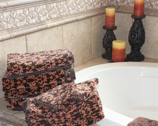 """Field Crest 100% Cotton 2-Tone Brown Towel Set: 4 Bath, 4 Hand and 2 Wash Cloths.  Filigree Candle Stands (10"""" & 14""""H) with Candles"""