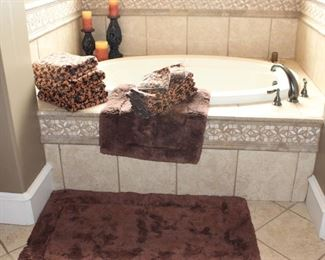 """Field Crest 100% Cotton 2-Tone Brown Towel Set: 4 Bath, 4 Hand and 2 Wash Cloths .  Brown 100% Cotton Bath Mats, Filigree Candle Stands (10"""" & 14""""H) with Candles"""