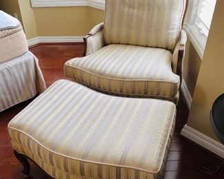 $175 ETHAN ALLEN CREME / GRAY BERGERE CHAIR WITH OTTOMAN
