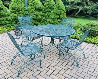 $180 GREEN WROUGHT IRON ROUND PATIO TABLE WITH 4 CHAIRS