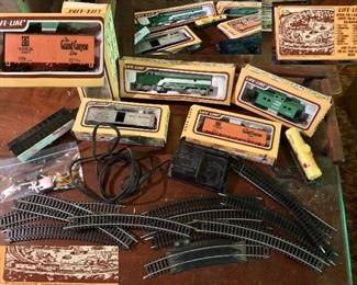 Vintage 'Life-Like' train lot: 6 cars, controller, tracks, accessories...