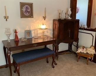 Mahogany Queen Anne style furniture