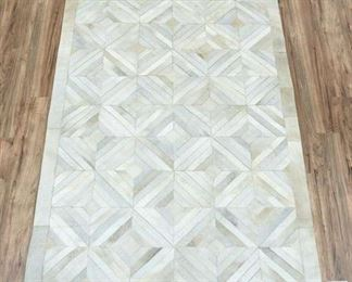 5X8' Hand Made Cowhide Silver/Ivory Area Rug