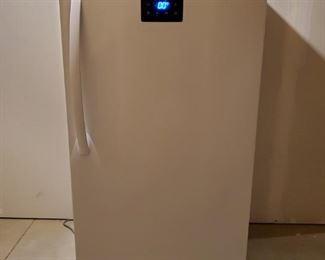 001 Danby 13.8 Cu. Ft. Upright Freezer