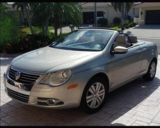 Very Sporty 2009 Convertible Volkswagen EOS  in Excellent Condition