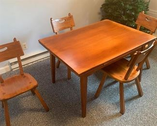 """Hi Everyone, It's a terrific Friday here! That's because we are thrilled to be featuring a stunning #cushman table and chairs!! It's located in Terrytown, CT. Here's the scoop.  It is a Cushman draw top table, #4-40. It measures 4' with the leaves slide underneath and 6' with the leaves out. It is 36"""" wide and 29"""" tall. Also included are 4 Cushman Malden chairs, #4-24. It will complete your dining area!! Special Price! Contact Stephanie via PM or call/text 518-944-0256! Thank you!!"""