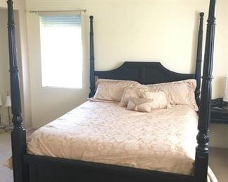 King Poster Bed / Gold King Comforter Set