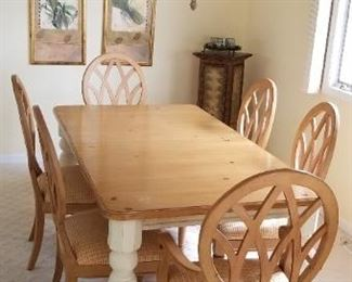 Handsome dining set with 2 extra table leaves