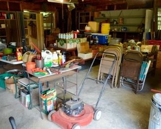 nice large workshop with lots of stuff to dig out!  Many surprises!