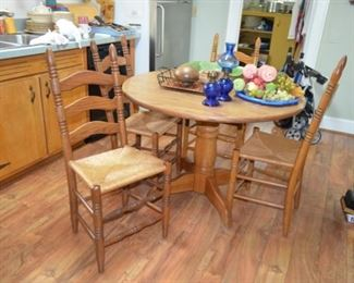oak pedestal table w/4 oak chairs w/rush seats