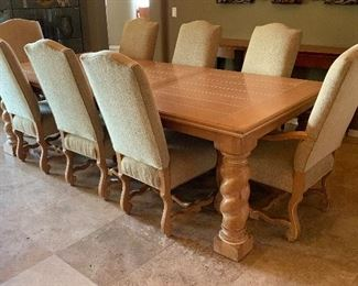 Lexington Washed Tuscan Dining room table w/ 8 chairs	TABLE: 31x45.5x78-102 Chair: 45x22x25in	HxWxD	PT100
