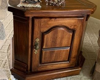 Matching End Table w/storage