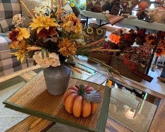 Placemats, vase w/ flowers, pumpkin