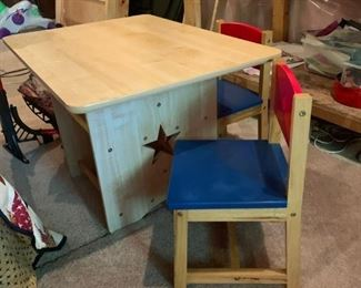 Kids table and chairs with star motif