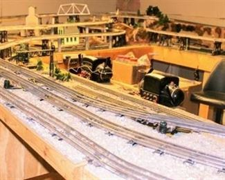 Very Large Lionel O Gauge 3 LEVEL ELEVATED TRAIN SET LAYOUT with 2 Lionel Transformers, Lights, Turntable, Gauge Switches, Lights throughout and Much More!