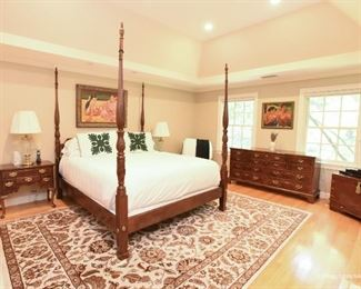 """Henredon Mahogany CALIFORNIA King 4-Poster Bed  $750 Mattress and box spring ARE NOT included. Excellent condition. 6'6"""" wide, 7'8"""" tall, 7'8"""" long."""