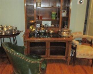 Stylish Antique Display Cabinet/Bar