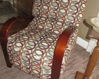 $495 Contemporary Recliner Franklin Corporation Like-New   Perfect Condition