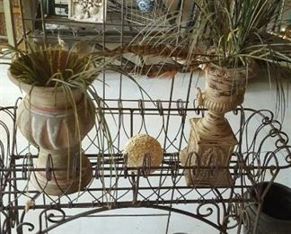 Metal planter stand & planters