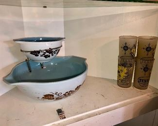 """Rare Pyrex """"Golden Grapes"""" 1961 promotional chip and dip set, made with delphite blue bowls!"""