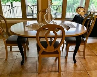 Bassett Oval Dining Table with 4 Chairs and Leaf