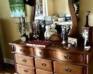 Oak Dresser/Mirror in excellent condition