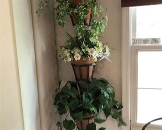 Faux Plant Wall Hanger....Might be fun in the kitchen w/herbs!
