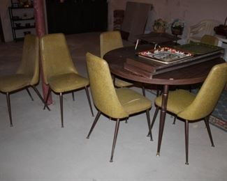 VINTAGE KITCHEN TABLE W/6 CHAIRS