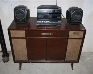 VINTAGE STEREO CABINET, STEREO