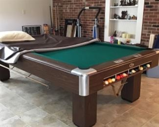 Gandy Big G 9ft. Pool table. Available for Immediate Purchase. Excellent Condition.